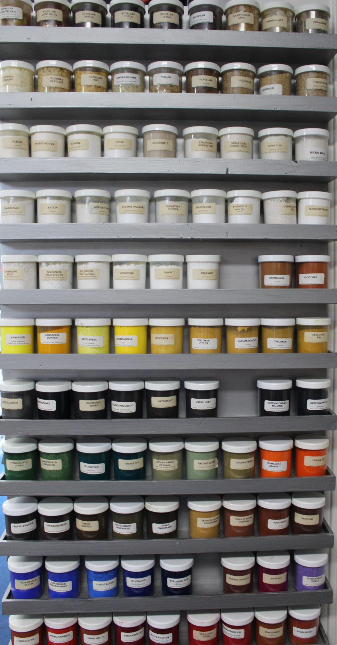 Vaste collectie pigmenten en stoffen